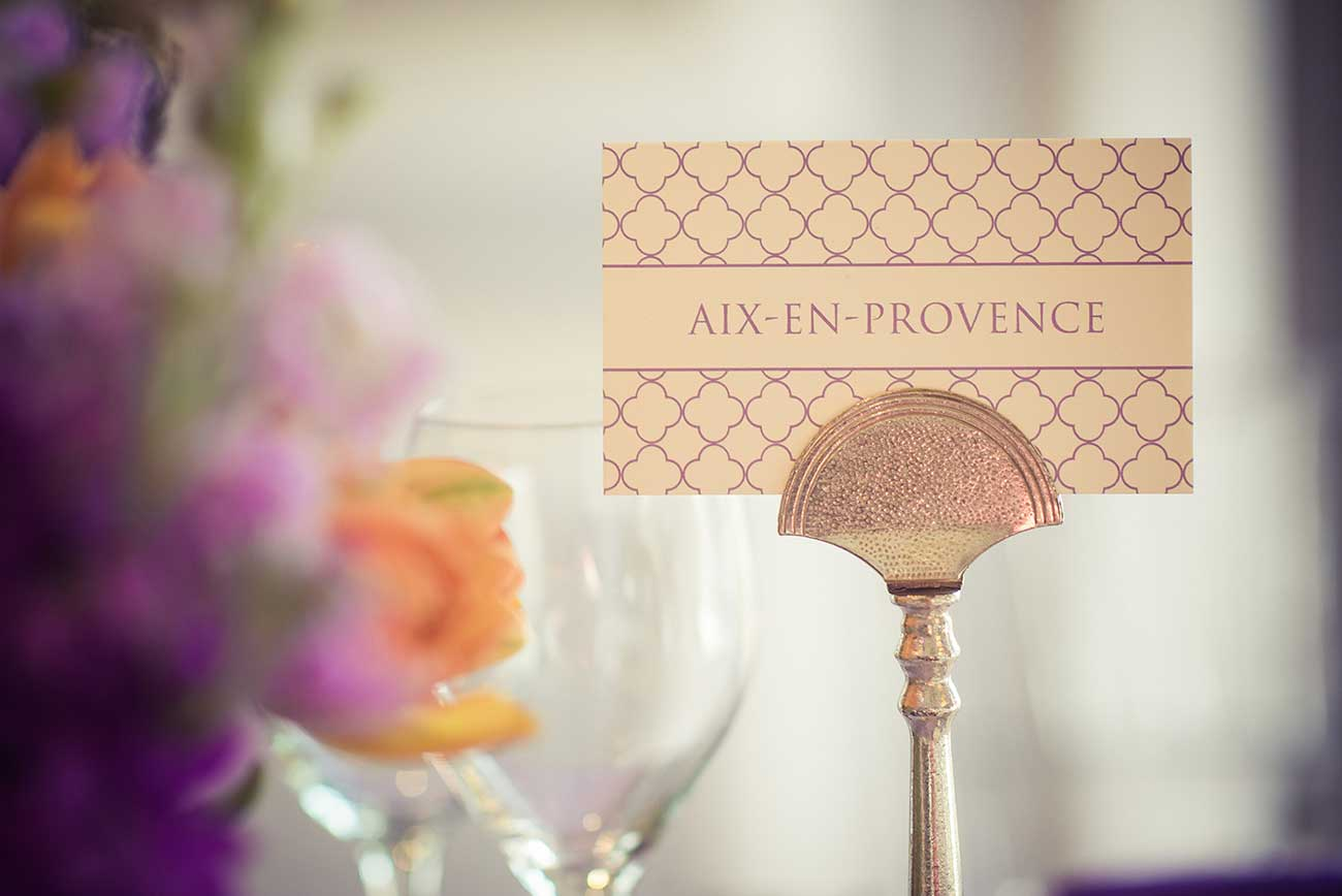 Table card that reads Aix-en-Provence